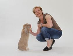 dierentrainer bernice muntz high five met je konijn